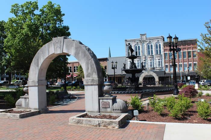 photo of fountain square, downtown Bowling Green, Kentucky