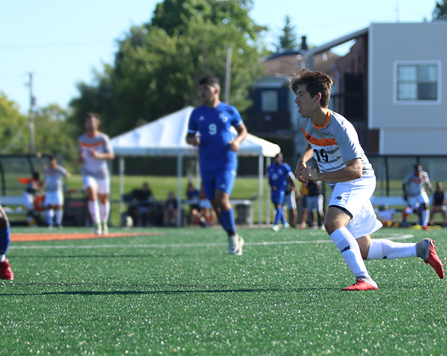 indiana tech student leo corso, playing soccer for indiana tech